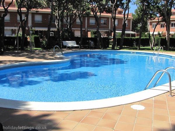 12 persons massive 5bedrms beach terrace apartment - Image 1 - Gava - rentals