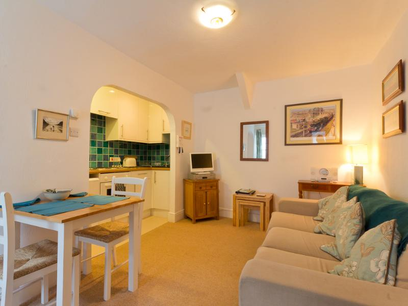 A light and airy room. - Sand Martin - Looe - rentals