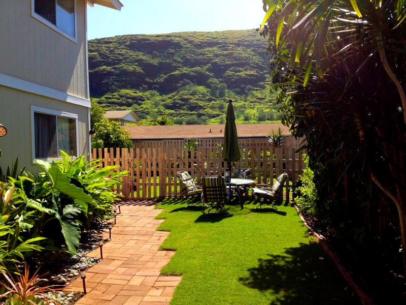 Your yard is over 600 square feet of tropical oasis - 2/1 Hawaiian home away from home - Waianae - rentals