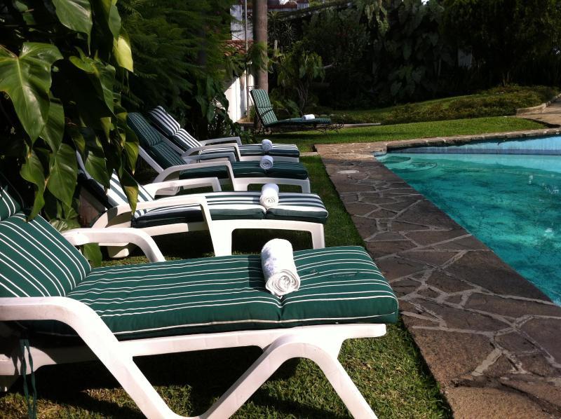 Área de alberca/ Pool Area - Villa Xochimilco w/ Tropical Gardens, Pool & Location - Cuernavaca - rentals