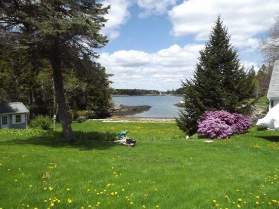 Your view from Mollys Cape - MOLLY'S CAPE   SOUTHPORT ISLAND   OCEAN VIEWS   SHARED BEACH   SWIM FLOAT   GREAT FOR KAYAKERS   FAMILY GETAWAY - Boothbay - rentals