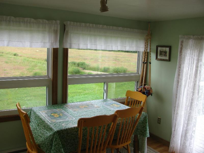 dinin roomg - goldbrook cottage - Baddeck - rentals