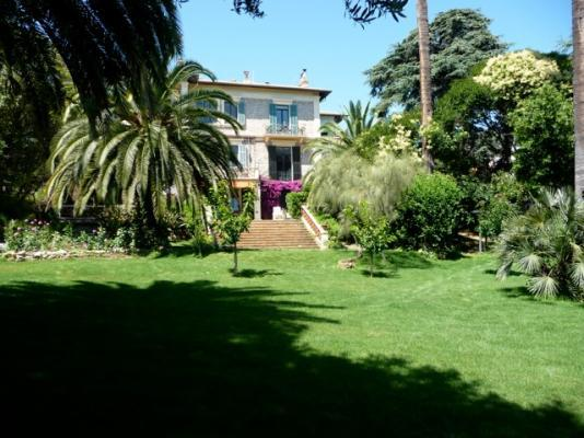 Albert Deluxe 5 Bedroom Cannes Apartment Rental with a Pool and Balcony - Image 1 - Cannes - rentals
