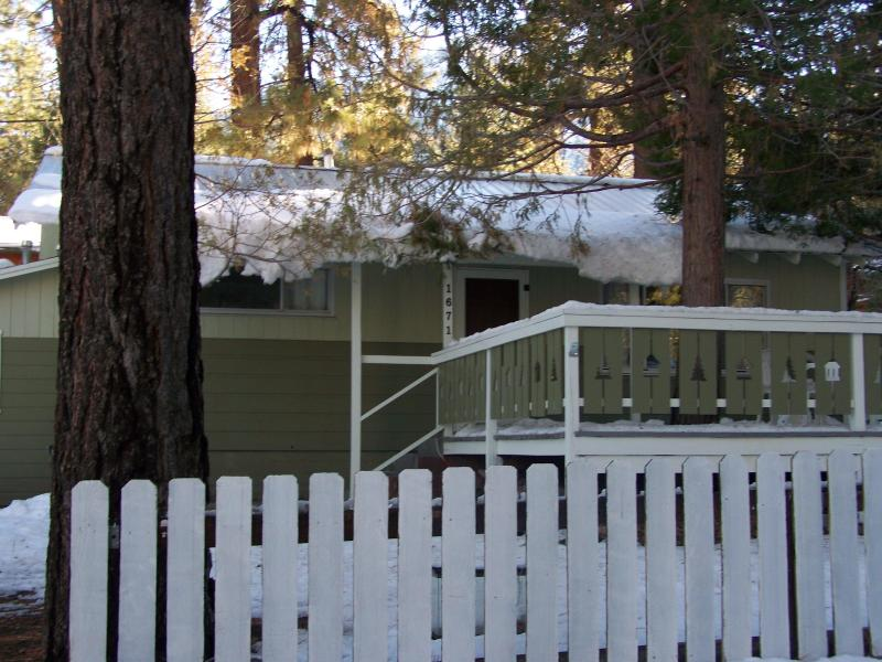 small but cozy. 1mile walk to town. nice restaurants and sandwich shop. gift shops hike the PCT - Owls Retreat - Wrightwood - rentals