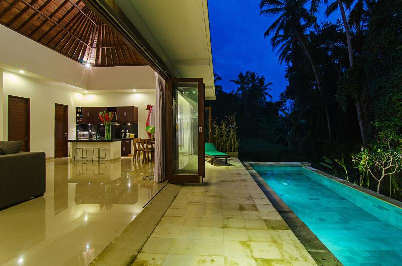 Living room and pool - Ajun Villa, Private Pool, Ubud - Ubud - rentals