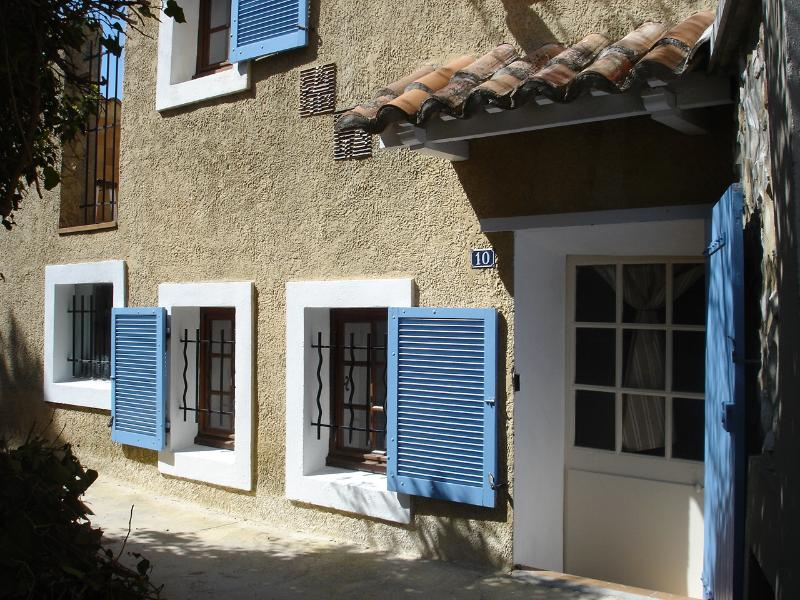 Front of the house - Le Fer à Cheval - Sablet - rentals