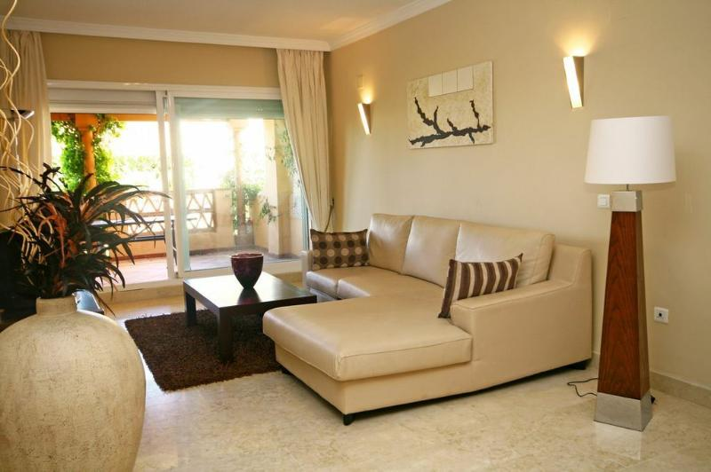 2 bed apartment, Elviria 503 - Image 1 - Elviria - rentals