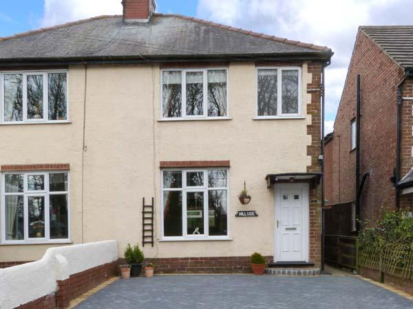 HILLSIDE, pet-friendly cottage, close to beach, enclosed garden, ideal touring base, Sewerby, Bridlington Ref 903888 - Image 1 - Bridlington - rentals
