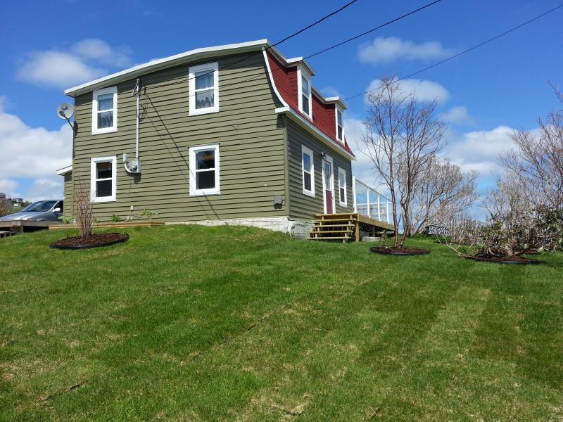 Side yard - Historic Seaside Cottage (10 mins from St. Johns) - Torbay - rentals