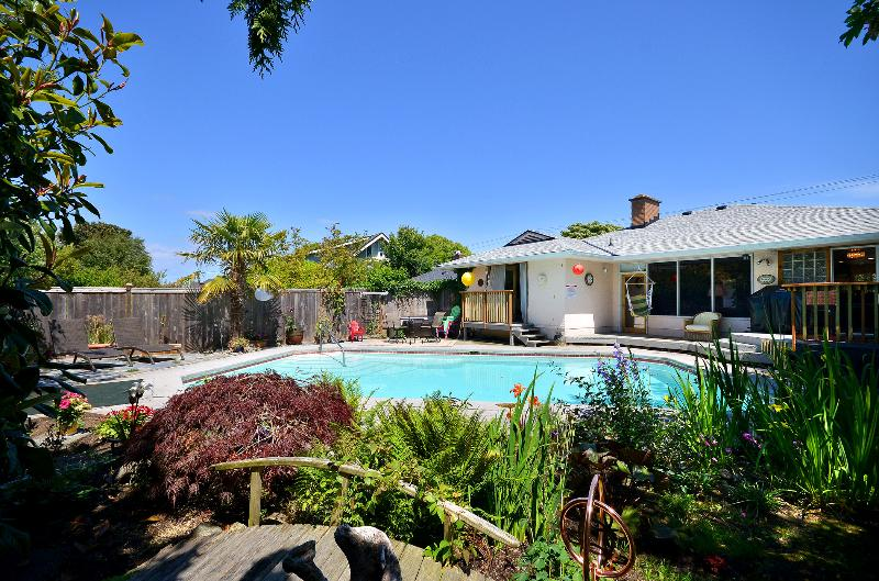 Private swimming pool (summer months) - 3 Bedroom Seaside Beauty - Victoria - rentals