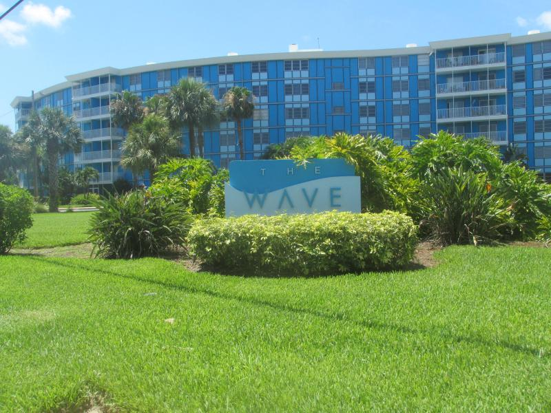 The Wave Condos, in south St. Pete across from Tampa Bar Marina - St. Pete Elegant 1/1 Condo--4 miles to beaches! - Saint Petersburg - rentals