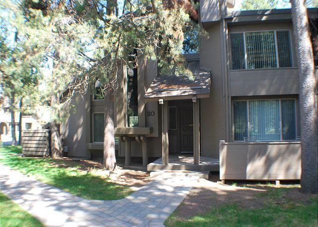 Close to the Village Mall, 2 Master Suites, 6 Unlimited SHARC Passes - Image 1 - Sunriver - rentals