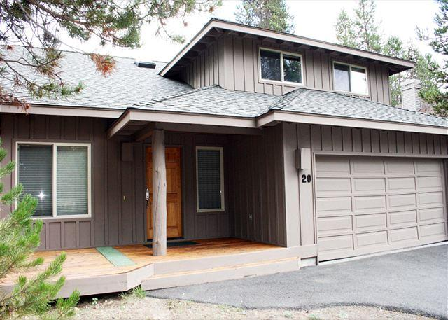 Spacious Home,Hot Tub, Foosball Table, 8 Unlimited SHARC Passes - Image 1 - Sunriver - rentals