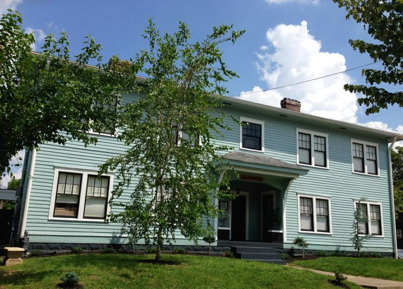 Suite 2 In Victorian Community Washer/dryer 3 beds - Image 1 - Louisville - rentals