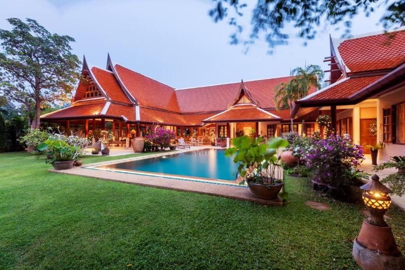 Front view of the 800m villa - Luxury 8 BR Thai Style Villa Private Pond & Park - Rawai - rentals