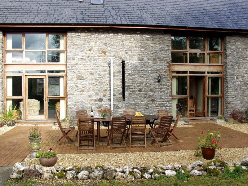 Penrhyn Barn and patio - Penrhyn Barn - Llandovery - rentals