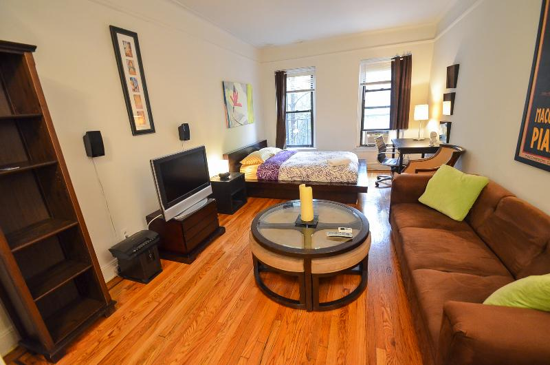 PRIME MIDTOWN STUDIO LOFT E.52&3AVE - Image 1 - New York City - rentals