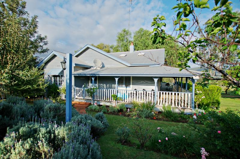 Monkey Place Farm Cottage, Hunter Valley - Image 1 - Broke - rentals