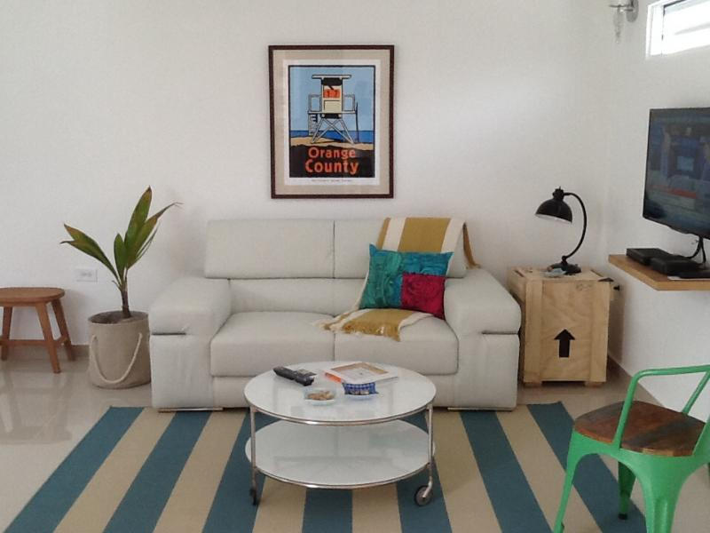 Living room - Cozy studio steps to the beach in Ocean Park, great value! - San Juan - rentals