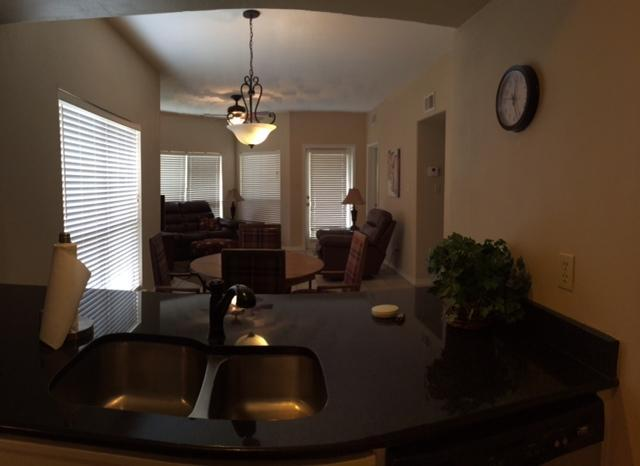 Kitchen pass through bar (2 bar stools) - River 2/2 Condo across from Schitterbahn - New Braunfels - rentals