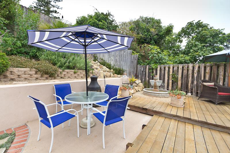 private backyard entertainment deck with pergola and high end propane barbecue with warming oven - Beautiful Home close to the Beach and Park - Santa Barbara - rentals
