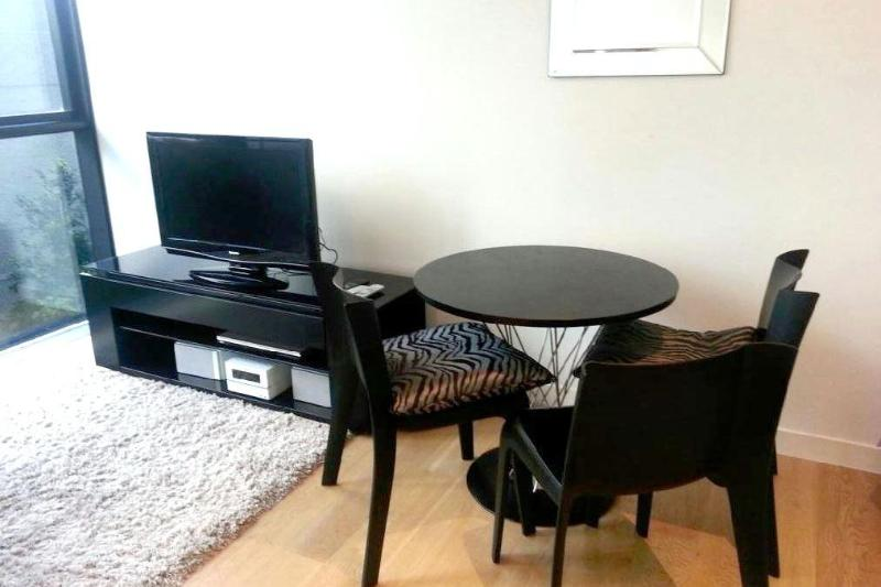 Practical and bright living area - Central, bright Studio Apt in the heart of Sydney - Sydney - rentals