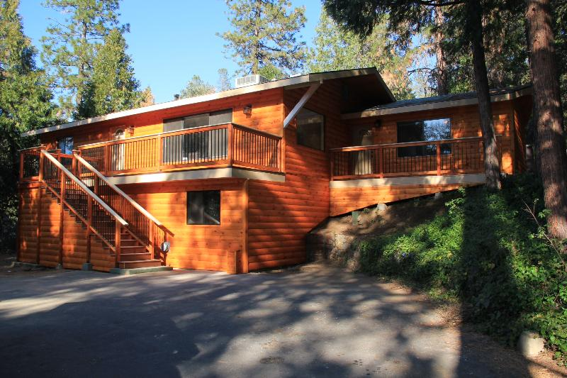 Unique Log-Style Home! - Yosemite and Bass Lake!  Best of Both Worlds! - Oakhurst - rentals
