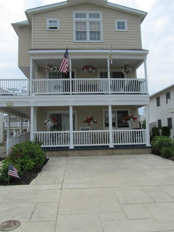 Front of House on lovely tree lined cul de sac - Beautiful Brigantine Beach Block  Condo - Brigantine - rentals