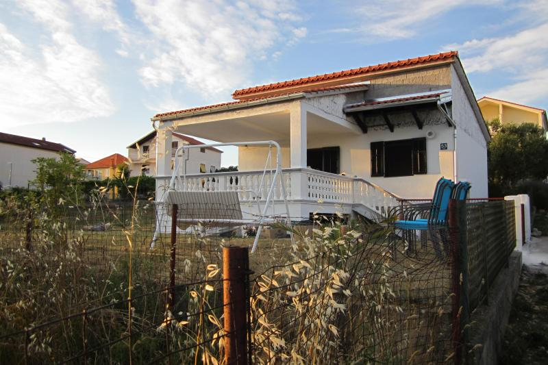 House and garden 5 min from beach - Image 1 - Pakostane - rentals