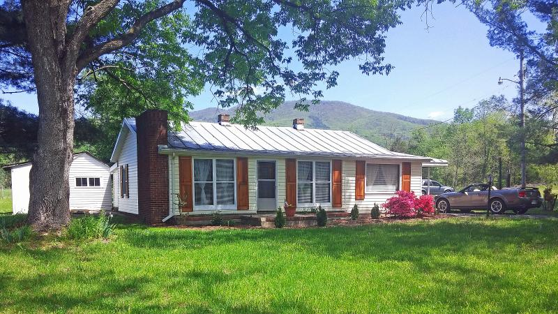 Jeremiahs Run Cottage - The  Romantic Getaway Jeremiah Run,Family Friendly - Luray - rentals