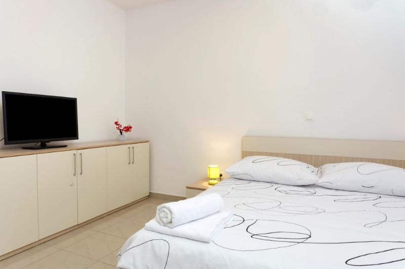 Studio apartment - balcony (5) - Image 1 - Podstrana - rentals