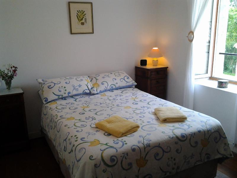 Bedroom with view towards the Canal - Cottage by the Canal du Midi - near Carcassonne - Trebes - rentals