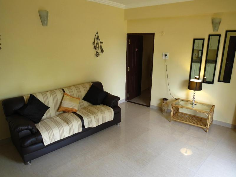 Living Room - 01) Baga 1 Bed Apart Close 2 beach, Nasri - Baga - rentals
