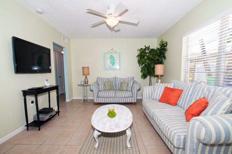 Family Room - Pine Ave and North Shore Drive Anna Maria Villa A - Anna Maria - rentals