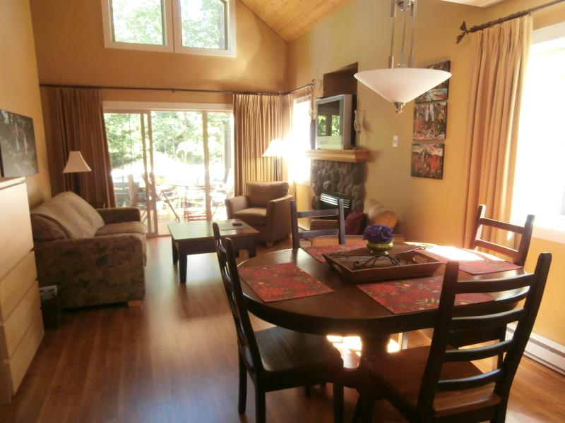 Reconnect with loved ones in our cozy cottage - Dana's Cozy Cottage, a Parksville Holiday Home - Parksville - rentals