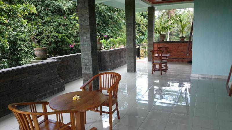 Breezy patio - 1 or 2 Bdrm Bali House Ubud Village, Clean + WIFI - Ubud - rentals