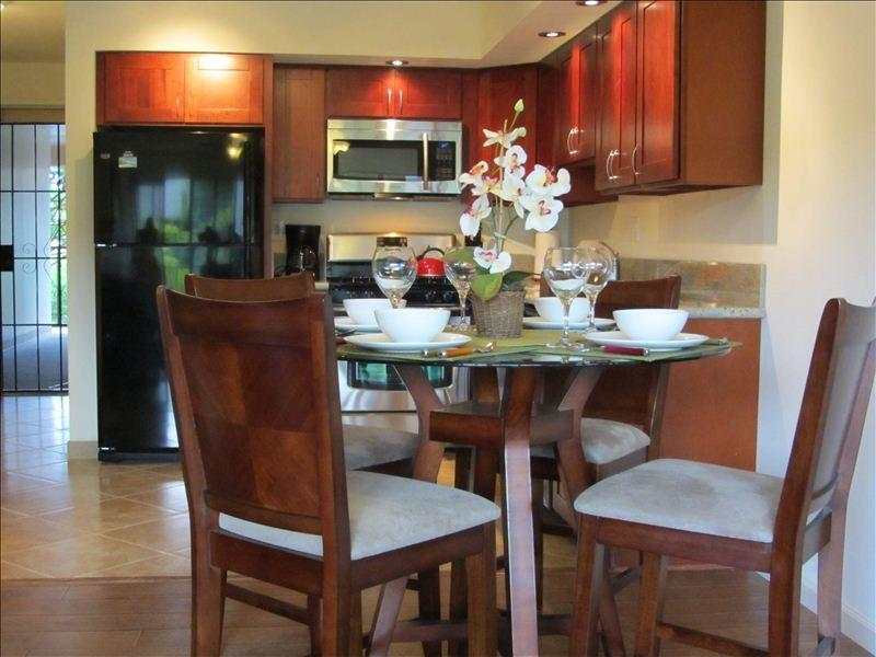 Dine in luxury with newly remodeled Kitchen. - NEWLY REMODELED CONDO MINUTES FROM BEACH!!!!! - Kihei - rentals