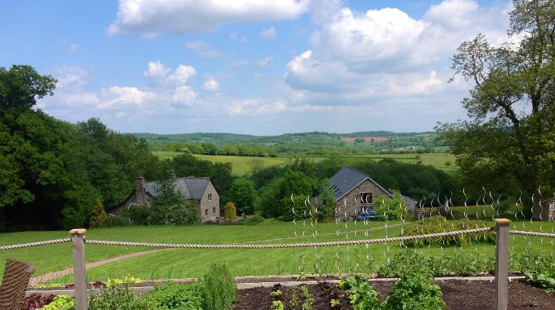 View from the restaurant onto Cottages - Holling Grange, Chocolat - Ewyas Harold - rentals