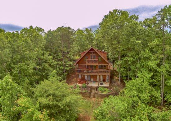 SUNRISE SPLENDOR*3BR~3BA~(3RD IS A LOFT)~SLEEPS 10~WIFI~HOT TUB~BEAUTIFUL MTN VIEWS~POOL TABLE~GAS LOG FIREPLACE~GAS GRILL~$150/NIGHT! - Image 1 - Blue Ridge - rentals