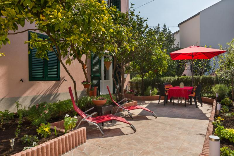 Apartment FOUR SEASONS **** with garden and BBQ - Image 1 - Split - rentals