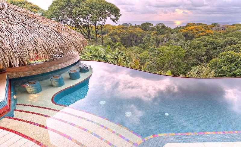 Here you are at Villa Tucan Tango! Take your shoes off and relax! - Villa Tucan Tango - Luxury-  Infinity Pool - Spect - Dominical - rentals