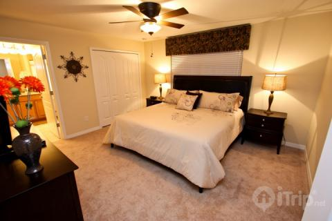 Huge King Master with ensuite and TV - Amazing 2 Story 4 Bedroom TownHouse with Private Pool at the Paradise Palms Resort - Kissimmee - rentals