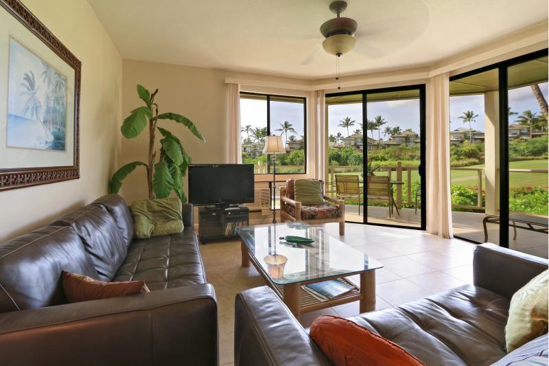 Living Room facing 7th fairway - Updated Spacious 3 Bdrm. Wailea Ocean View Condo - Wailea - rentals