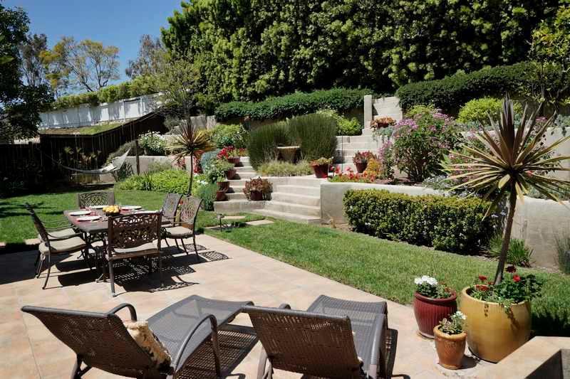 Lush Green backyard - Lincolnwood - Santa Barbara - rentals