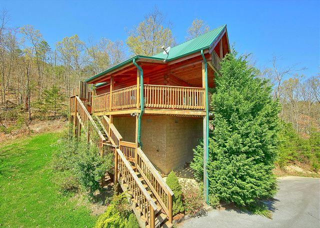 Heavenly Hideaway #256 Outside View of The Cabin - Smoky Mountain 2 Bedroom Cabin with Mountain Views, Jacuzzi Tub and Hot Tub - Sevierville - rentals