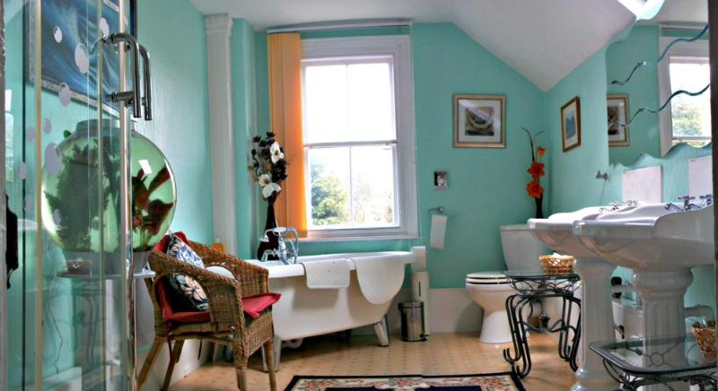 Bathroom - Prysgoed B&B. Between the Mountains and the Sea - Fairbourne - rentals