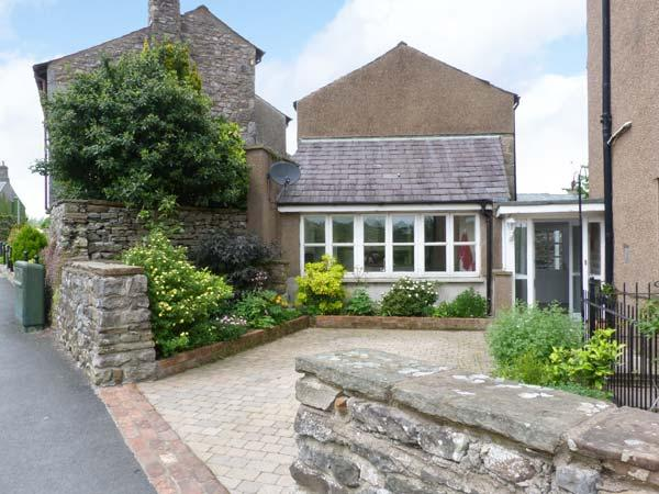 PEEL COTTAGE, pet-friendly, woodburning stove, WiFi, Ref 29839 - Image 1 - Kirkby Lonsdale - rentals