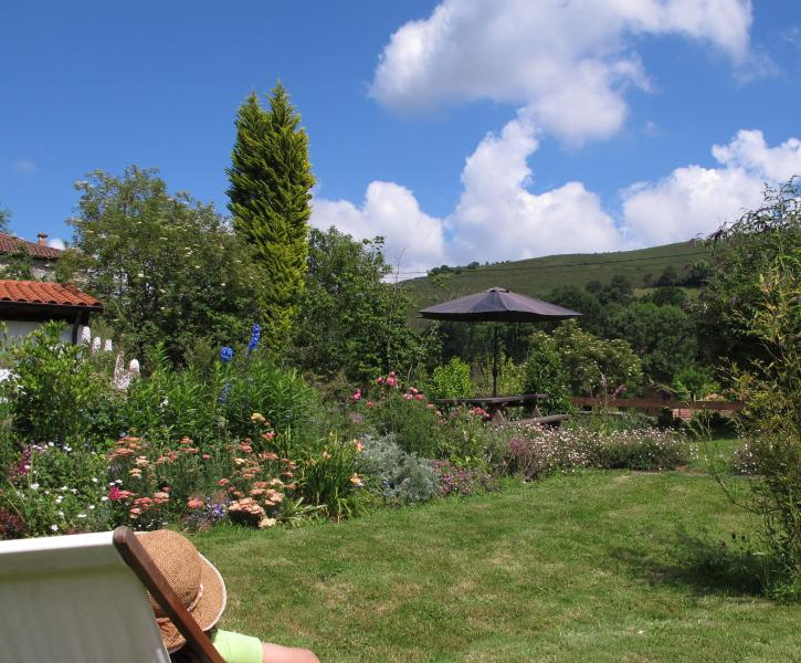 relax in the garden - Pison de Fondon, Beautiful house in rural Asturias - Villandas - rentals