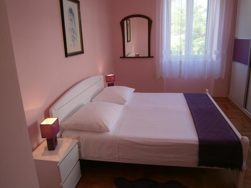 very comfortable, cozy and spacious bedroom - Anamarija(4+1) -nice apartment in a prime location - Split - rentals