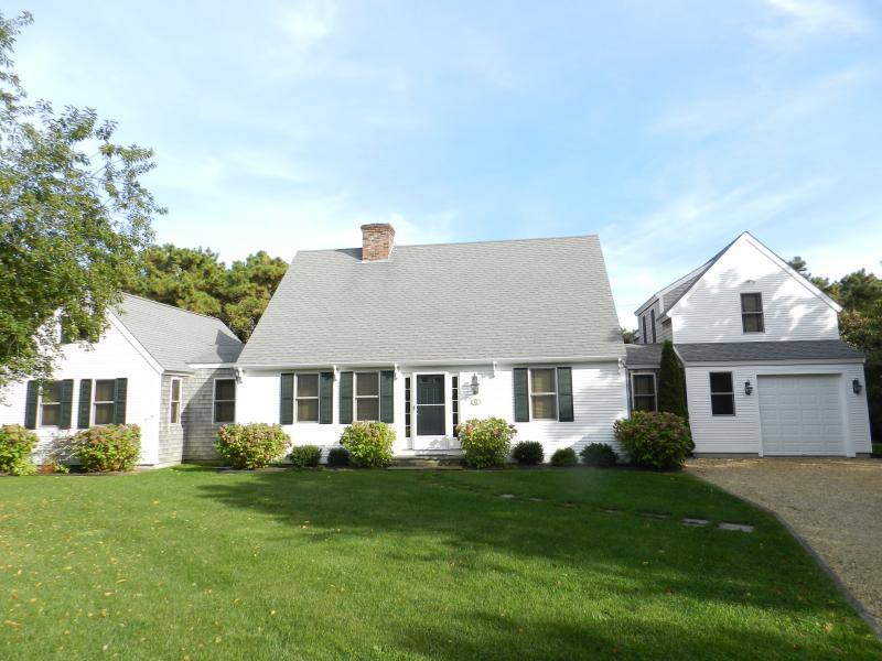 #674 Immaculate, air-conditioned home in Katama - Image 1 - Edgartown - rentals